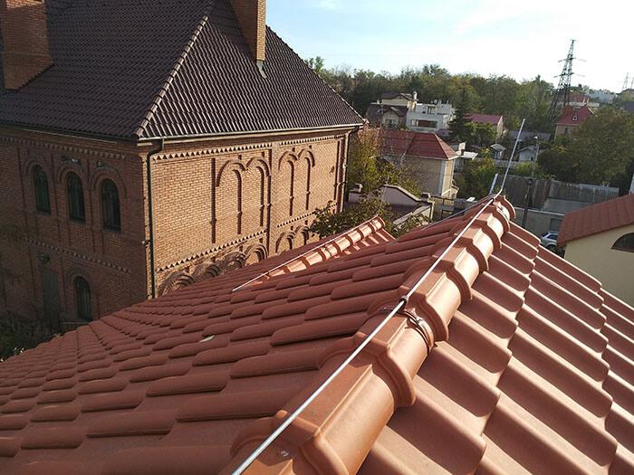Молниезащита частного дома на крыше с керамочерепицы