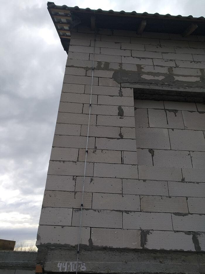 Токоотвод на стене под отделку из негорючих материалов
